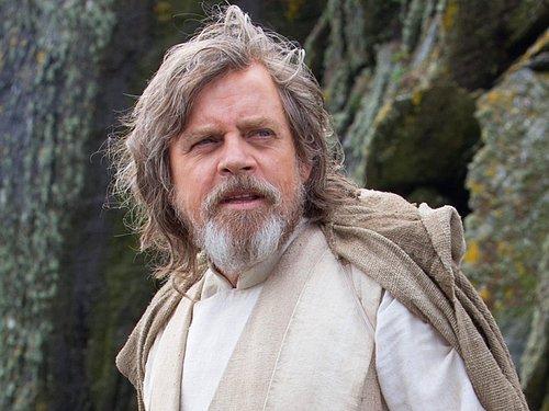 The Force Awakens'daki Mark Hamill'in yaşıyla, A New Hope'daki Alec Guinness'in yaşı aynı.